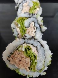 sushi rolletje met gekookte tonijn